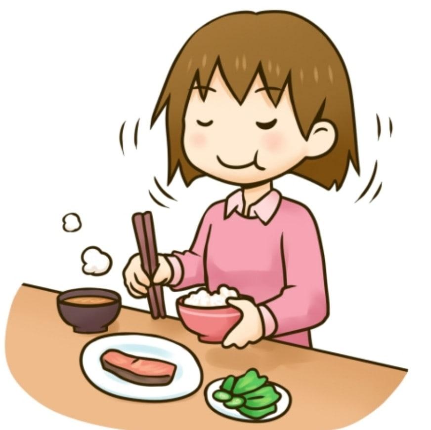 食事を良く噛んでいる女性